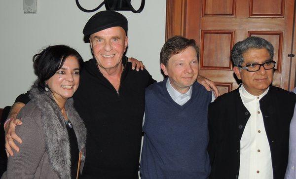 На фото: Анита Мурджани (слева) с Уэйном Дайером, Экхартом Толле и Дипаком Чопрой